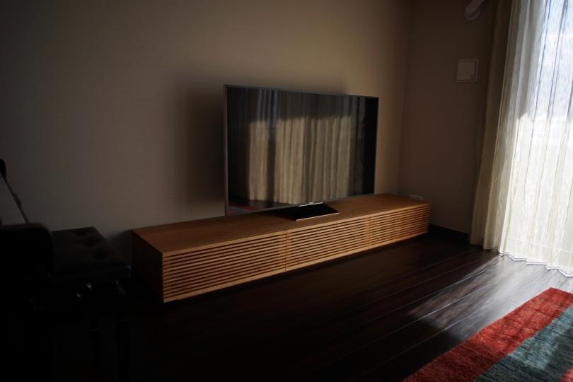 格子扉の大型テレビボード