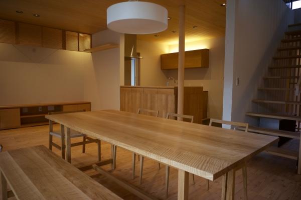 楢材の7人掛けダイニングテーブル